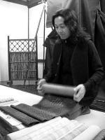 織元が、織の解説とアドバイス